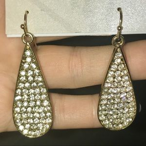 Jewelry - Sparkling teardrop shaped earrings NBW